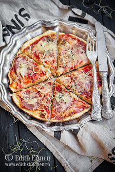Edith's Kitchen -   Pizza la tigaie cu ardei si ceapa