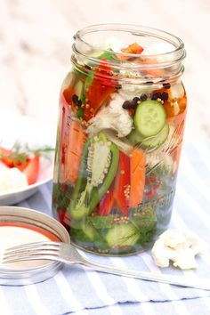 Easy Refrigerator Pickled Vegetables These tasty bites are destined to become a healthy refrigerator staple! Pickling is a great way to preserve and enjoy a surplus of summer vegetables, but it's an equally easy way to enjoy your veggies all year long. Fermentation Recipes, Canning Recipes, Canning Tips, Refrigerator Pickle Recipes, Pickled Cauliflower, Canning Pickles, Canning Beets, Raw Vegetables, Quick Pickled Vegetables