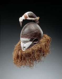 Mask from the Suku people of Kwango, Bandundu, DR Congo Afrique Art, Contemporary African Art, Warrior Spirit, Masks Art, African Masks, African Culture, Tribal Art, World Cultures, Anthropology