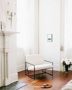 Rinconcitos con encanto que fotografía @fuzzco  . . . .  #ebomworld #deco #decoracion #home#interiordesign #interior #livingroom #livingroomdecor #white #whitedecor #whitedecoration #fuzzco