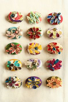 つまみ細工「ブローチ(brooch)」 This is a Japanese traditional crafts that use the silk, is a hair ornament and Accessories was designed flowers.
