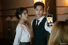 [K-Star]: Overwhelmed by Kim Soo Hyun's youthful and handsome appearance at the backstage drama 'Hotel Del Luna' Korean Celebrities, Korean Actors, Celebs, Korean Idols, Korean Star, Korean Girl, Luna Fashion, Korean Drama Movies, Korean Dramas