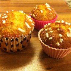 Muffins allo yogurt e fiori d'arancio.