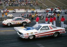 "Legendary duel Bob Glidden vs. Bill ""Grump"" Jenkins (Ford vs. Chevy) Pro Stock class Bob Glidden, Ford Pinto, Nhra Drag Racing, Chevy Muscle Cars, Vintage Race Car, Drag Cars, Courses, Hot Cars, Mustang"