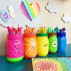 Rainbow Fruit Mason Jar Craft – You are in the right place about Rrainbow background Here we offer you the most beautiful pictures about the Rrainbow cat you are looking for. When you examine the Rainbow Fruit Mason Jar Craft – part of the picture … Pot Mason Diy, Mason Jar Crafts, Bottle Crafts, Diys With Mason Jars, Bottle Art, Cute Crafts, Crafts To Sell, Easy Crafts, Diy And Crafts
