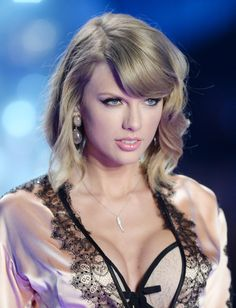 Taylor Alison Swift singer, songwriter born December Taylor Swift at The Victoria's Secret Fashion Show Taylor Swift Hot, Style Taylor Swift, Long Live Taylor Swift, Taylor Swift Pictures, Taylor Swift Country, Taylor Swift Fearless, Lysandre Nadeau, Glamour, Victoria Secret Fashion Show