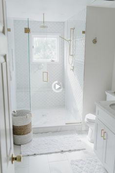 White Master Bathroom, Modern Bathroom, Shiplap Bathroom, Bathroom Black, White Tile Bathrooms, Marbel Bathroom, Bathroom Ideas White, Small Master Bathroom Ideas, Small Bathroom Designs