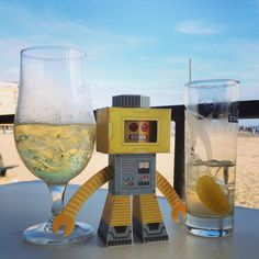 Robot Paper Toy has a good time at the beach.
