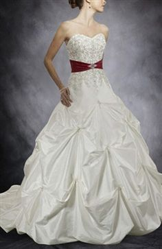 Pick-up Skirt Sweetheart Wedding Gown with Embroidery Details 304.00