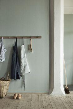 couleur mur + rack porte-manteaux + tabliers