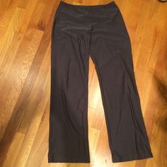 Nike dri fit pants Nike dri fit pants. Looser fitting with a slightly wide leg. Sooooo super comfy and flattering. Great for winter! Nike Pants Track Pants & Joggers