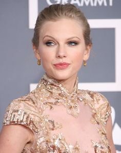 Taylor Swift's Grammy 2012 hairstyle