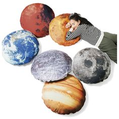 お部屋で宇宙遊泳 光る太陽系クッションケース│YOU+MORE!│フェリシモ