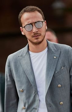 15 Best Hairstyles and Haircuts for Balding Men - TheTrendSpotter Haircuts For Balding Men, Older Mens Hairstyles, Hairstyles Haircuts, Cool Hairstyles, Style Ivy League, Crew Cut Haircut, Grey Hair Men, Style Masculin, Bald Men