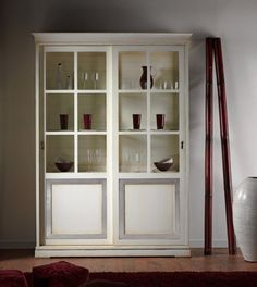Everything in its place Display cabinet with two sliding doors. www.casanobile.it