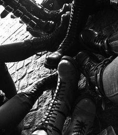 Black and White fashion shoes dark goth gothic rocker Boot Cothurnus Dark Fashion, Fashion Shoes, Metal Fashion, Boots Tumblr, Rocker Boots, Gothic Boots, Punk Boots, Gothic Culture, Black Boots