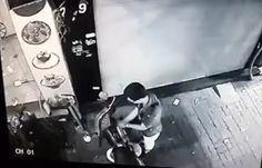 Video Camera ghi hình thanh niên trộm xe máy trên phố Hà Nội - Tin Mới