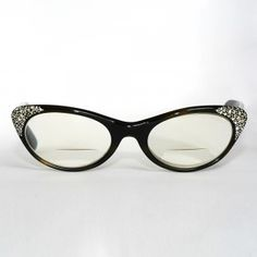 I absolutely want these :) I am love cateye glasses !!