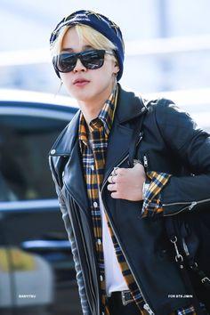 ㅡ YoonMin (YoonGi x JiMin) ㅡ HopeV (JHope x V) ㅡ NamJin (NamJoon x… # Fanfic # amreading # books # wattpad Bts Jimin, Bts Bangtan Boy, Bts Aegyo, Jimin Hot, Park Ji Min, Taehyung, Bts Airport, Airport Style, Jimin Airport Fashion