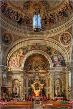 Altar mayor de la Basilica of St Hyacinth - Chicago U. Cathedral Architecture, Sacred Architecture, Religious Architecture, Beautiful Architecture, Cathedral Basilica, Cathedral Church, Old Churches, Catholic Churches, Church Interior
