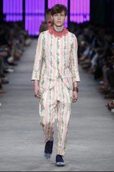 Gender-Bending Gucci: Alessandro Michele Designs Feminine-Inspired Men's Collection #men #fashion #dress #designers #brandnames #luxury #trends #label #style #glamour #magazine #lifestyle #runway #suit #menswear #bobtrotta #bobtrottafashion #fashionnews #news bob trotta fashion news that surprises