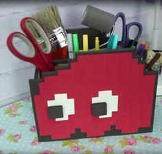 Dany Martinez ensina a fazer um porta treco Geek no canal. Ela fez o Blink, o fantasminha vermelho do jogo Pac Man.