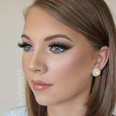 Wedding Inspiration Top Bridal Makeup Looks from Bowl of Cherries! Wedding Makeup Tips, Bridal Hair And Makeup, Wedding Hair And Makeup, Wedding Beauty, Wedding Airbrush Makeup, Evening Wedding Makeup, Makeup For Brides, Bridal Makeup For Blue Eyes Blonde Hair, Makeup For Blue Dress