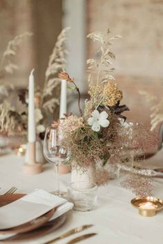 Flower Installation, Minimal Wedding, Wedding Table Settings, Table Flowers, Nature Decor, Boutonnieres, Decoration Table, Floral Wedding, Neutral Wedding Decor
