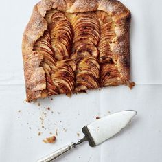 Apfel Galette mit salziger Butter, Ahorn Sirup und Sahne | Salted butter apple galette with maple whipped cream
