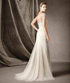 CELINE - Vestido largo que ensalza la silueta | Pronovias | Pronovias