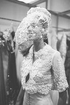 Fitting desfile Isabel Zapardiez · Fotos Sara Frost · Tendencias de Bodas Magazine Backstage, Something New, Crown, Wedding Dresses, Pretty, Fashion, Boyfriends, Funky Wedding Dresses, Weddings