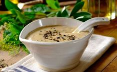Make this classic creamy pepper sauce using this simple recipe from Robertsons. It is smooth, creamy and really wonderful on steak and meat. Sauce Steak, Sauce Crémeuse, Marinade Sauce, Steak Recipes, Sauce Recipes, Salad Recipes For Dinner, Dessert Recipes, Desserts, Au Poivre Sauce