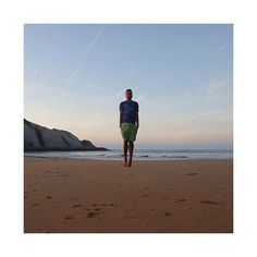 Levitando... #cantabria #covachos #santander #spain #españa #playa #beach #yo #me #guy #men #summer #verano @spain