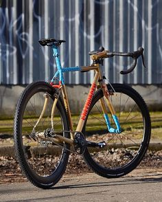Single speed cyclocross worlds might be over in Portland but @thevanillaworkshop is still setting the tone. #iRideENVE #ENVEComposites #Cycling #CarbonWheels #MountainBike #HandbuiltBikes #BikePorn