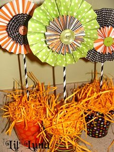 or not attach stems and string together for a garland or hang from ceiling or window individually with ribbon Easy Halloween, Halloween Gifts, Holidays Halloween, Halloween Decorations, Halloween Party, Halloween Centerpieces, Pinwheel Decorations, Halloween Flowers, Haunted Halloween