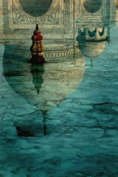Reflection pool in front of the Taj Mahal