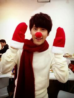 Kyuhyun wishes fans a Merry Christmas