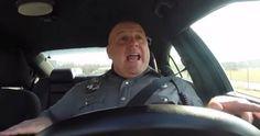Video: Mira lo que hace la policia cuando nadie los ve