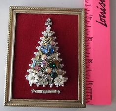 Miniature-Vintage-JEWELRY-CHRISTMAS-TREE-in-GOLD-PICTURE-FRAME-3-5-x-5