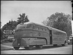 """A Landliner public bus on the Frankston route in suburban Melbourne. Date : 1945"""