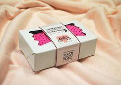 http://soytandem.com.ar/ Como parte de la campaña del Día de Amigo, se diseñó una etiqueta para el packaging -característico de la marca- y un póster para colocar en los puntos de venta.