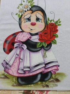 Pintura em tecido por Ivanildartes Painting Words, Tole Painting, Fabric Painting, Brother Innovis, Ladybug Art, Arte Country, Cross Stitch Animals, Cute Designs, Line Drawing