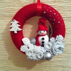 Christmas yarn and felt wreath