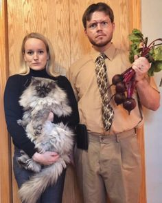 40 Game-Changing College Halloween Costumes for Guys Dwight & Angela Halloween costume idea for college couples Halloween Mono, Cute Couples Costumes, Unique Couple Halloween Costumes, Hallowen Costume, Fete Halloween, Funny Halloween Costumes, Pirate Costumes, Vampire Costumes, Diy Costumes