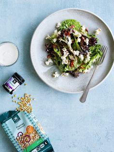 Sprød salat med citrondressing & chilipopcorn