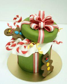 @Kathleen S DeCosmo ♡❤ #Cakes ❤♡ ♥ ❥ #Christmas gift box cake
