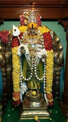Radha Krishna Wallpaper, Krishna Art, Wallpaper Space, Iphone Wallpaper, Lord Murugan Wallpapers, Hindu Rituals, Lord Shiva Family, Shri Ganesh, Shiva Shakti