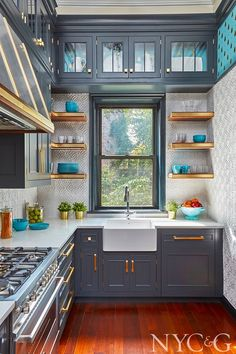 This kitchen designed by Gary Ciuffo for the Brooklyn Heights Designer Showhouse looks absolutely amazing! The blueish gray cabinetry feels...