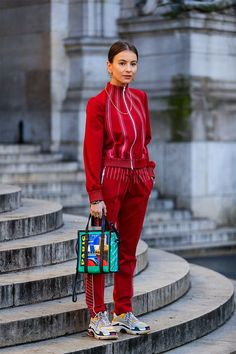 track suit via Paris Fashion Week – Street Style Marzo 2018 Street Style Trends, Street Style Inspiration, Look Street Style, Mode Inspiration, Sport Street Style, Street Styles, Fashion Week Paris, Street Style Fashion Week 2018, Fashion 2018