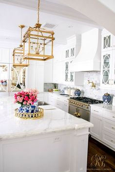Trendy Trio – Trend Alert Pink and Blue – Randi Garrett Design This is what kitchen dreams are made of! White transitional kitchen with gold, blue and pink decor touches. Trend Alert Pink and Blue – Randi Garrett Design Layout Design, Design Ideas, Interior Exterior, Interior Design, Pink Kitchen Decor, Kitchen Colors, Kitchen Ideas, La Cornue, Transitional Kitchen